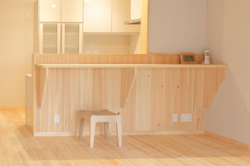 対面キッチンのカウンターは物置にならない工夫を!